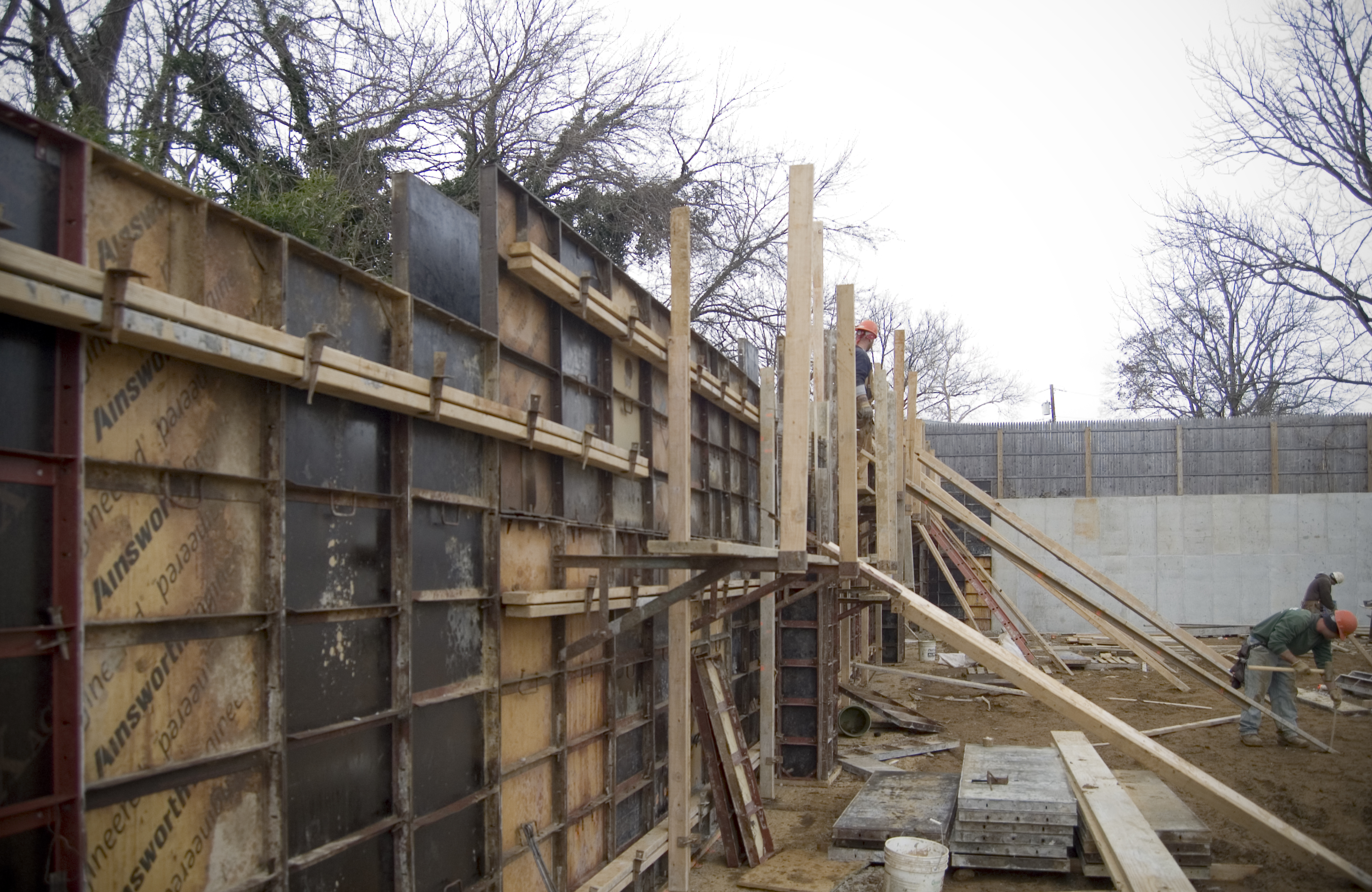 Retaining Wall Forms : Concrete retaining wall on the level with gardner fox